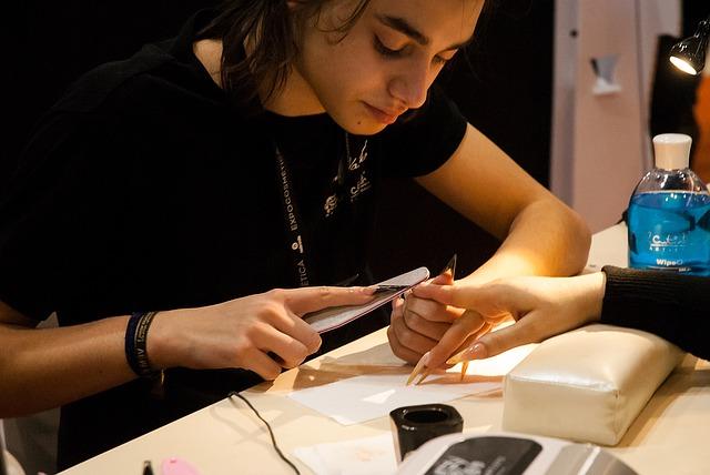 Dokážete si gélové nechty vyrobiť aj sama doma?