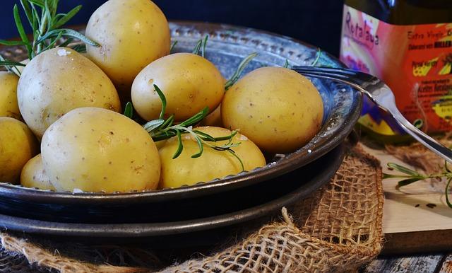 brambory v misce