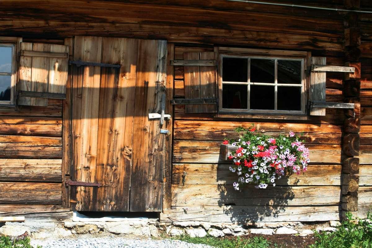 Prečo je drevo dôležitým materiálom na stavanie záhradných chát?