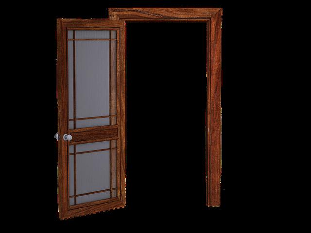 Otvorené dvere z dreva.png