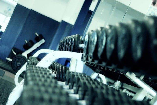 Zväčšenie ramenných svalov pomocou jednoručiek